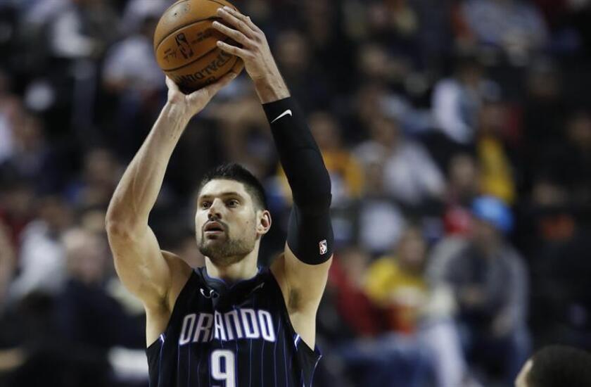 Nikola Vucevic de Orlando Magic durante un partido de baloncesto de la NBA. EFE/Archivo
