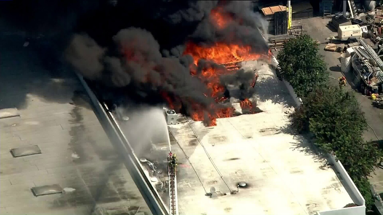 Massive fire burns commercial building in Paramount