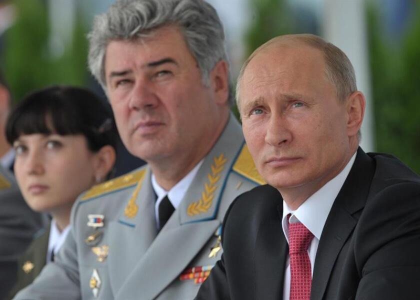 Con esta afirmación, Putin pareció respaldar las acusaciones vertidas por el exjefe del Estado mayor ruso Víktor Bóndarev quien ha apuntado que Washington podría haber proporcionado a los terroristas los aviones no pilotados con que intentaron bombardear las dos bases rusas en Siria. EFE/Archivo