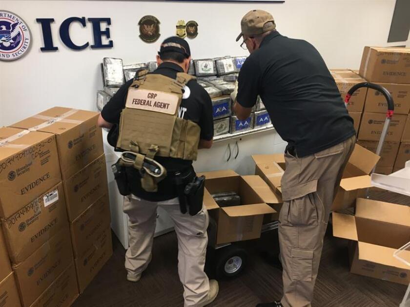 Los oficiales de Aduanas y Protección Fronteriza (CBP) de Estados Unidos se incautaron de 163 libras (74 kilos) de cocaína encontrada dentro de un contenedor procedente de la República Dominicana cuyo valor estimado es de 1,8 millones de dólares. EFE/Archivo