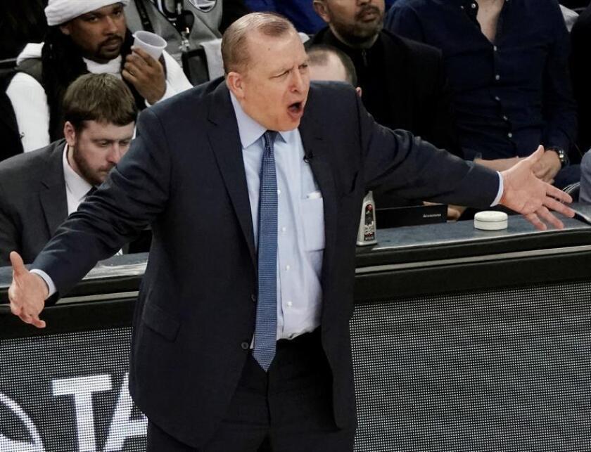 En la imagen, el entrenador de los Timberwolves, Tom Thibodeau,