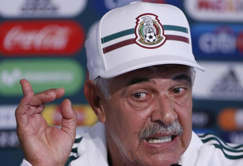El brasileño Ricardo Ferretti ofrece declaraciones en la conferencia de prensa en que fue presentado como el nuevo técnico interino de la selección mexicana de fútbol, en Ciudad de México, el lunes 3 de septiembre de 2018.