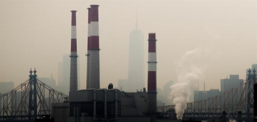 Una coalición de fiscales generales pidió hoy al Tribunal de Apelaciones para el Circuito de Columbia que rechace una petición de la EPA que alegan le permitiría continuar aplazando su obligación de proteger al público de la contaminación ambiental, como exige la Ley de Aire Limpio. EFE/EPA/ARCHIVO