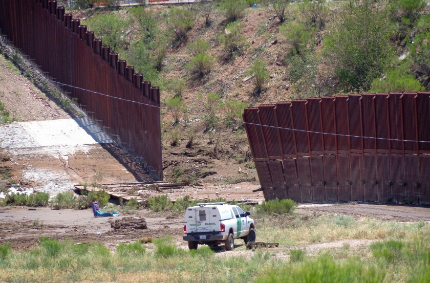Los hechos sucedieron el pasado sábado, cuando agentes detectaron al grupo mientras caminaba a siete millas al este del Puerto de Entrada de Columbus, frontera con el estado mexicano de Chihuahua.