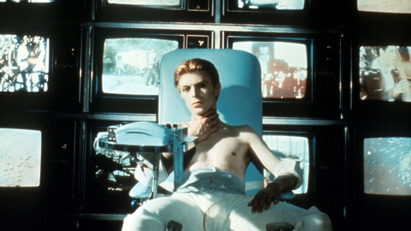 Nicolas Roeg's 1976 science-fiction film 'The Man Who Fell to Earth'  doesn't adhere to sci-fi conventions - Los Angeles Times