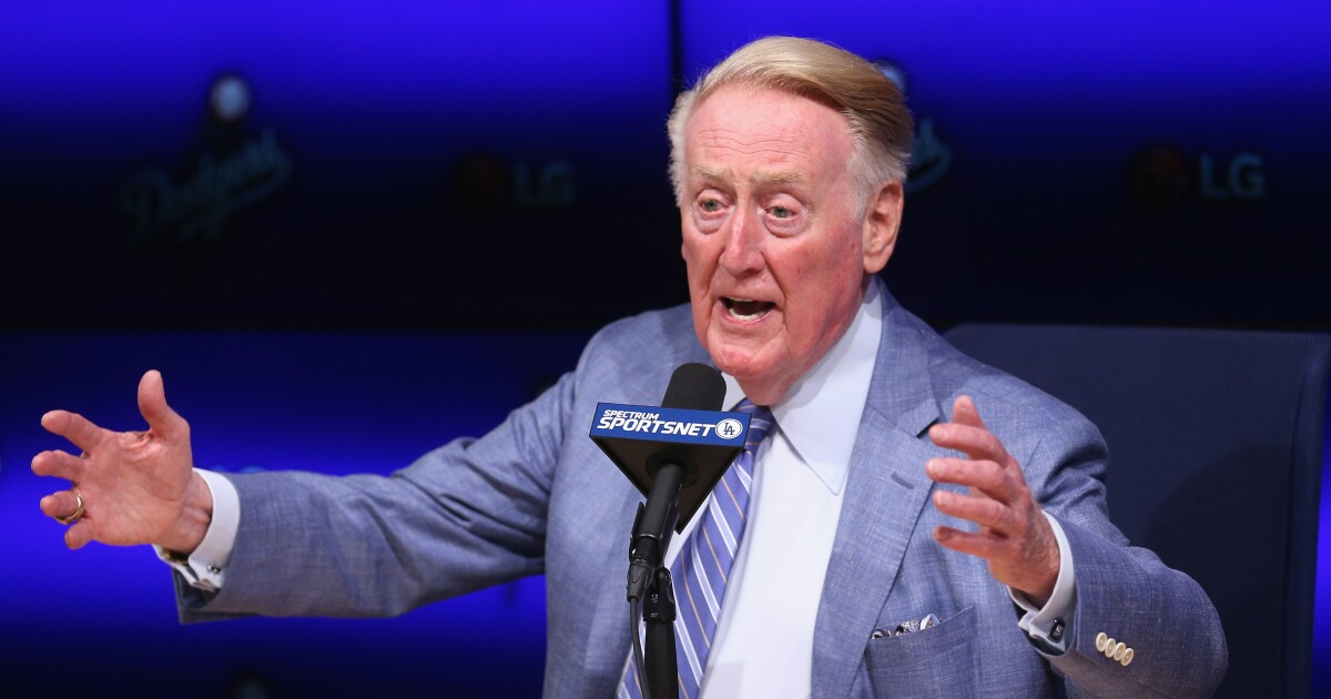 Vin Scully 92 Jumps Onto Twitter Instagram And Facebook Los Angeles Times