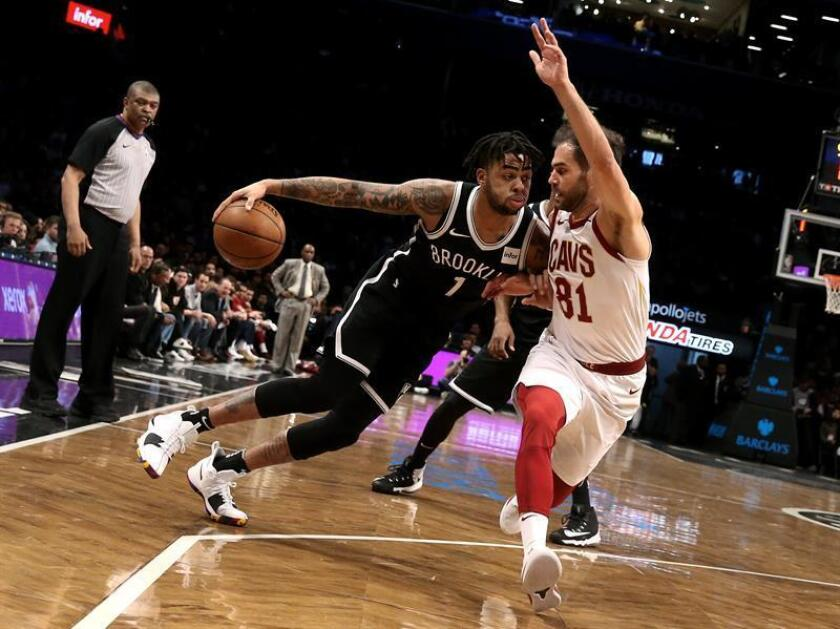 Brooklyn Nets' guard D' Angelo Russell (L) is defended by Cleveland Cavaliers guard Jose Calderon in the first half of their NBA basketball game at Barclays Center in Brooklyn, New York, USA. EFE