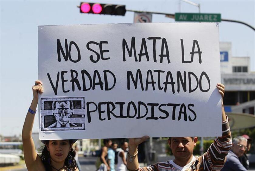 El periodista Emilio Gutiérrez Soto lleva casi diez años peleando, primero en su huida de la muerte, tras las amenazas del Ejército mexicano; después en la cárcel, al enfrentarse a las autoridades migratorias de EE.UU., y ahora con la deportación, en una lucha constante por lograr un estatus de asilo. EFE/ARCHIVO