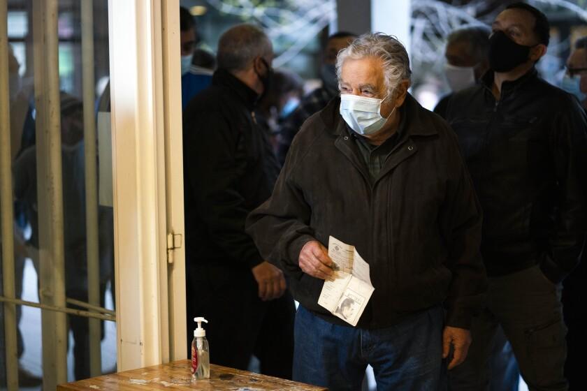 """ARCHIVO - En esta foto del 27 de septiembre de 2020, el expresidente uruguayo José """"Pepe"""" Mujica"""