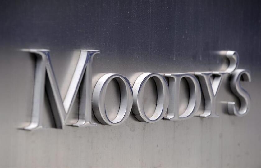 Imágen corporativa de Moody's en las oficinas centrales de la agencia, en Nueva York (Estados Unidos). EFE/Archivo