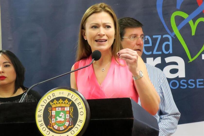 La secretaria del Departamento de Educación de Puerto Rico, Julia Keleher, ofrece declaraciones en una conferencia de prensa. EFE/Archivo