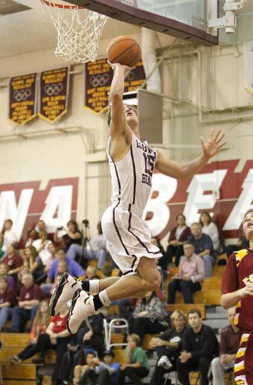 Basketball Roundup: Breakers keep rolling