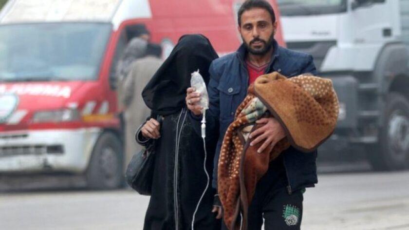 Los autobuses del gobierno sirio estaban listos para sacar a los rebeldes y civiles del este de Alepo, pero la planeada evacuación fue suspendida con la reanudación de feroces combates.