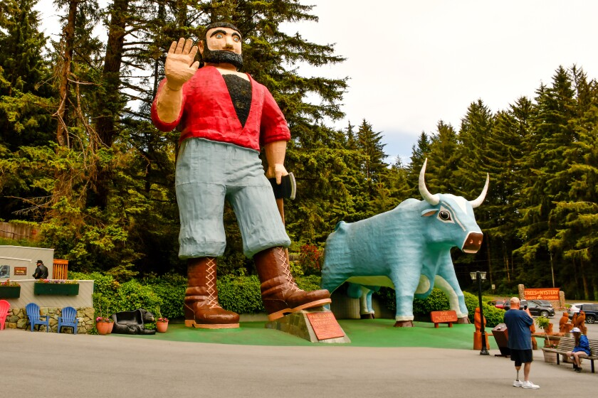 Large statues of Paul Bunyan and his blue ox Babe.