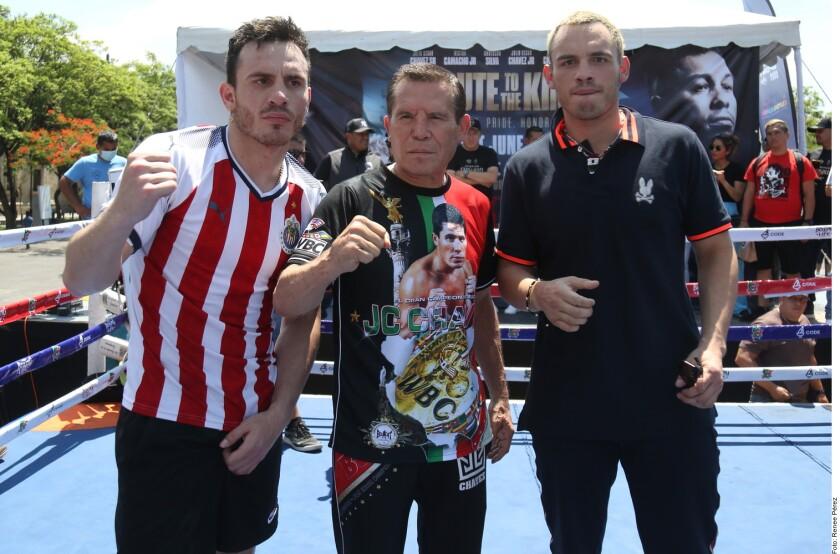 Julio César Chávez Jr. (izq. a der.), Julio César y Omar Chávez