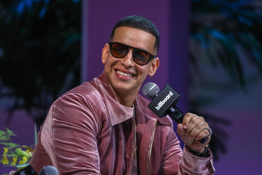 """El artista puertorriqueño Daddy Yankee sonríe hoy durante su participación en el apartado """"El superestrella"""""""