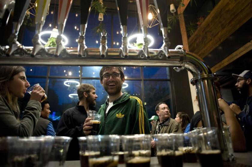 La mayoría del grupo está ávida por degustar la amplia oferta de cerveza artesanal, pero en el camino se topa con algunos de los secretos peor guardados de esta ciudad mexicana, como sus coloridas calles, la escena artística o, simplemente, los ya famosos tacos de pescado. EFE