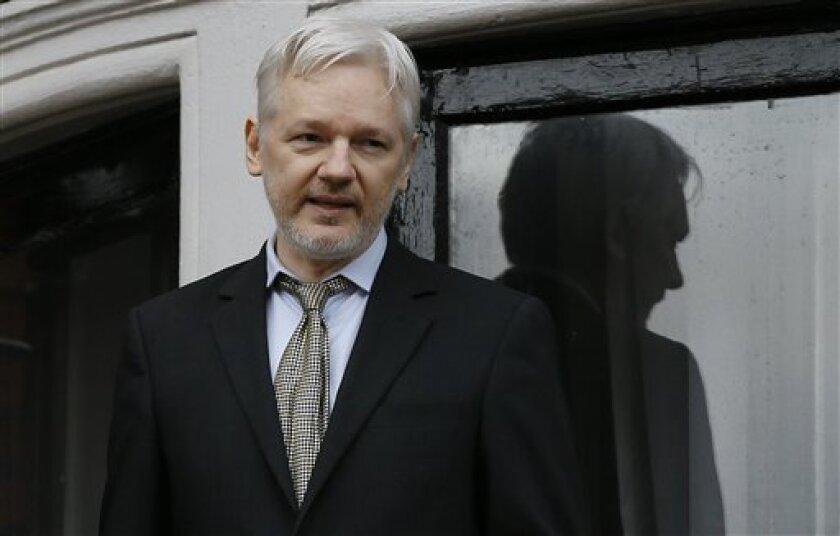 El equipo legal del fundador de WikiLeaks, Julian Assange, reveló hoy que apelará al Gobierno del presidente electo de EEUU, Donald Trump, para que se cierre la investigación criminal que pesa en ese país sobre el australiano.