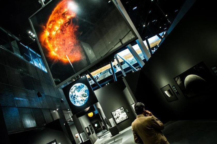 La belleza del universo, plasmada en instalaciones astronómicas interactivas y sonoras y en 60 fotografías captadas por las sondas de la NASA y la ESA. EFE/Archivo