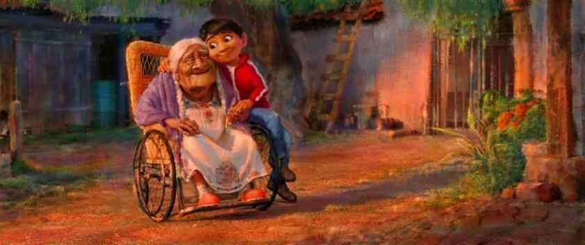 """Fotograma de la película de los estudios Pixar """"Coco"""" que, de la mano del director Lee Unkrich y la productora Darla Anderson, ganadores del Óscar a la mejor película de animación con """"Toy Story 3"""", propone una historia que promete plasmar """"con el máximo respeto y fidelidad"""" la celebración mexicana del Día de los Muertos. EFE/PIXAR/SOLO USO EDITORIAL"""