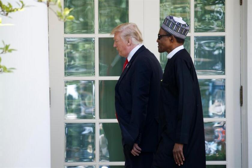 Trump evita hablar de su insulto a África en reunión con el líder de Nigeria