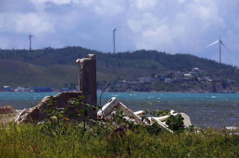El gobernador de Puerto Rico, Ricardo Rosselló, firmó hoy una orden ejecutiva para delegar en la Oficina Central de Recuperación y Reconstrucción (COR3, en inglés) la gestión e implementación de programas para demoliciones y remoción de escombros en propiedades privadas. EFE/ARCHIVO