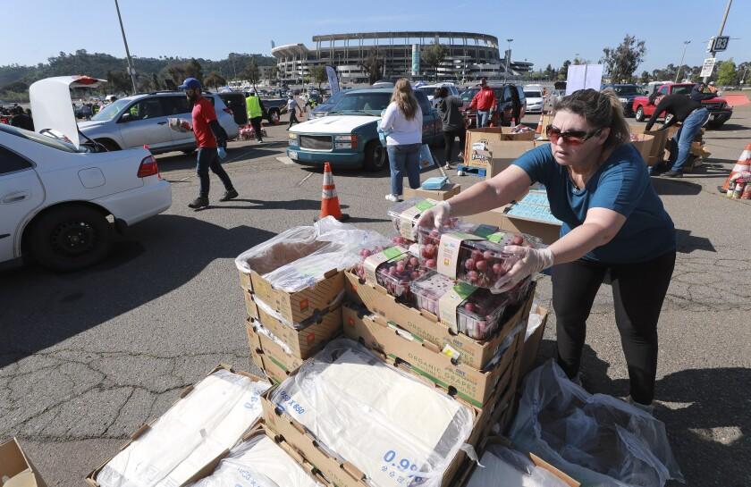 En diferentes localidades del condado de Los Ángeles e Inland Empire encontrará dotaciones de comida para las familias golpeadas por la pandemia.