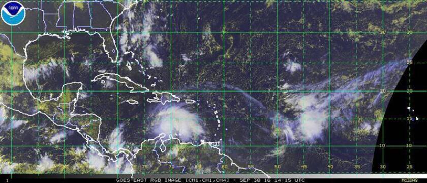 Imagen cedida por la Administración Nacional Oceánica y Atmosférica (NOOA) del satélite GOES que muestra la fuerza del huracán Matthew, que se incrementó hoy, viernes 30 de septiembre de 2016, a categoría 3 en su avance por el Caribe Central. Matthew, el quinto huracán de la actual temporada de ciclones en el Atlántico, se desplaza hacia el oeste-suroeste y presenta vientos máximos sostenidos de 115 millas por hora (185 km/h), según indicó el Centro Nacional de Huracanes de EE.UU. (NHC) en su boletín de las 01.00 hora local (15.00 GMT) de hoy. El huracán se ubica a 105 millas (170 kilómetros) al noreste de Punta Gallinas (Colombia) y a 495 millas (800 kilómetros) al sureste de Kingston (Jamaica). EFE/NOOA/SÓLO USO EDITORIAL/NO VENTAS