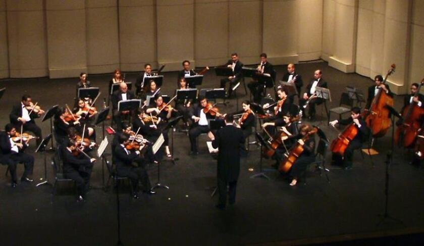 La Orquesta Camerata Filarmónica de Puerto Rico, integrada por profesionales y estudiantes avanzados de música clásica, hasta ofrece la oportunidad de votar por internet (www.videoconcierto.com) por la música de los videojuegos preferidos. EFE/ARCHIVO/USO EDITORIAL SOLAMENTE