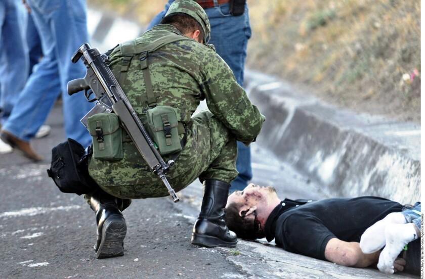 Desde 2016, el año más violento reportado en la Administración de Enrique Peña Nieto, el número de efectivos del Ejército se incrementó a 51 mil 994 soldados, casi los mismos utilizados por Felipe Calderón en 2011 (52 mil 690) en el apogeo de la guerra contra el narco.