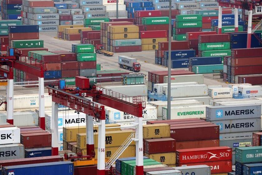 El Gobierno de China ha ofrecido aumentar sus importaciones del país por un valor de un billón de dólares durante los próximos seis años, en el marco de las negociaciones sobre un nuevo pacto comercial entre las dos potencias económicas, informaron hoy medios locales. EFE/Archivo