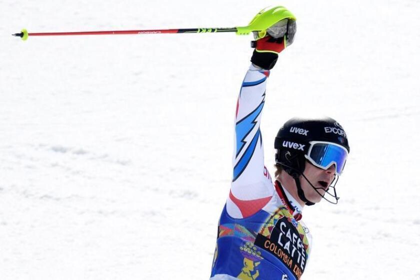 """El joven corredor de Remiremont, de tan sólo 21 años, realizó un tiempo de 1'48""""96 y ganó delante del austríaco Manuel Feller con 1'49""""14 y del suizo Daniel Yule con 1'49""""79. EFE"""