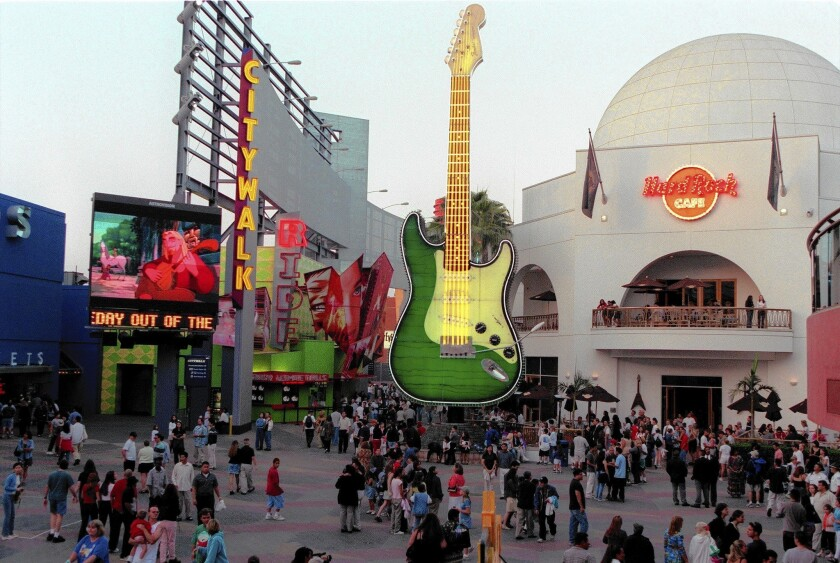 815590cfc Gunfire at Universal CityWalk sends visitors running for cover - Los ...