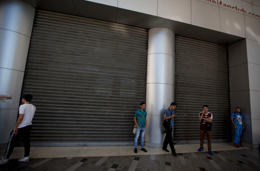 El Tribunal Supremo de Justicia de Venezuela declaró el jueves 11 de febrero la vigencia del decreto de emergencia económica del presidente Nicolás Maduro. (AP Photo/Fernando Llano)