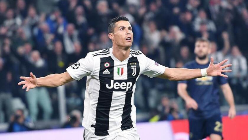 Cristiano Ronaldo de la Juventus celebra un gol duranet un partido. EFE/Archivo