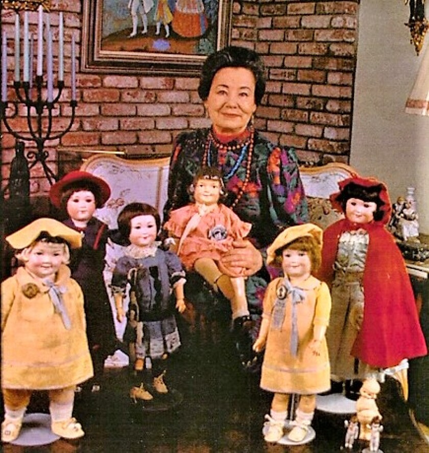 Baby Peggy with dolls.jpg