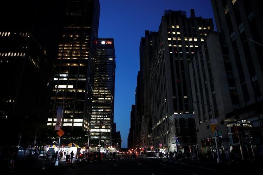Vuelve la luz a Manhattan tras un apagón que afectó a 72.000 clientes, el metro y los teatros