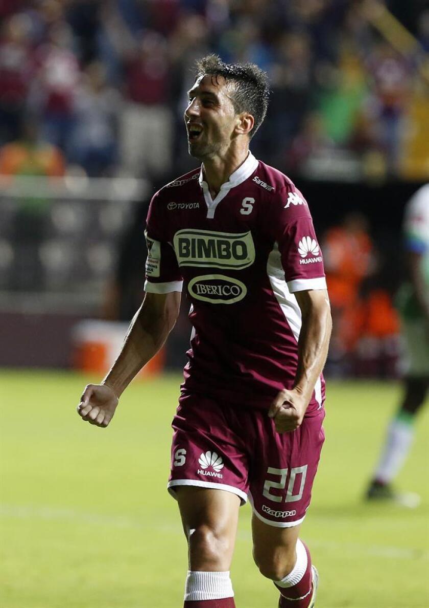El jugador Mariano Torres del equipo del Saprissa de Costa Rica. EFE/Archivo