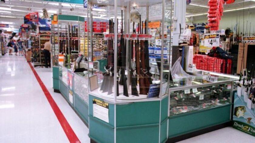 La polémica nacional en Estados Unidos en torno a la venta de armas tras la matanza de 17 personas el pasado 14 de febrero en la escuela de Parkland, en Florida, vive un nuevo capítulo con la inesperada decisión de dos grandes cadenas comerciales.