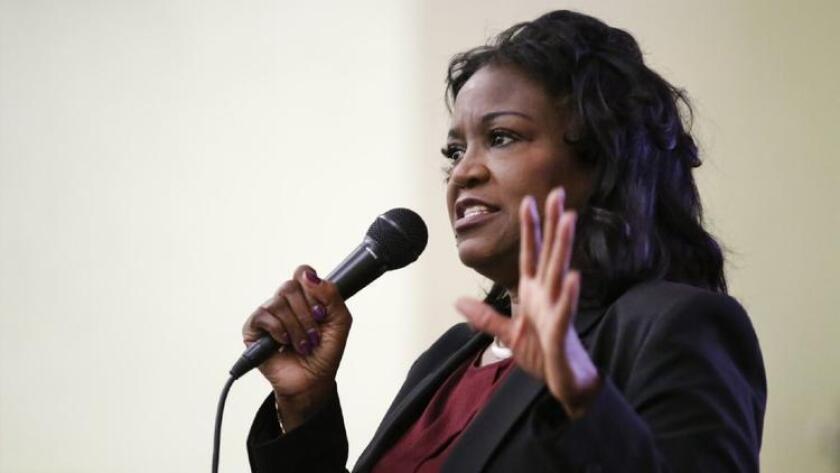La superintendente del LAUSD, Michelle King, deberá lidiar con la orden del estado que indica que deben redirigir los fondos mientras se supervisa el nuevo presupuesto del distrito (Al Seib).