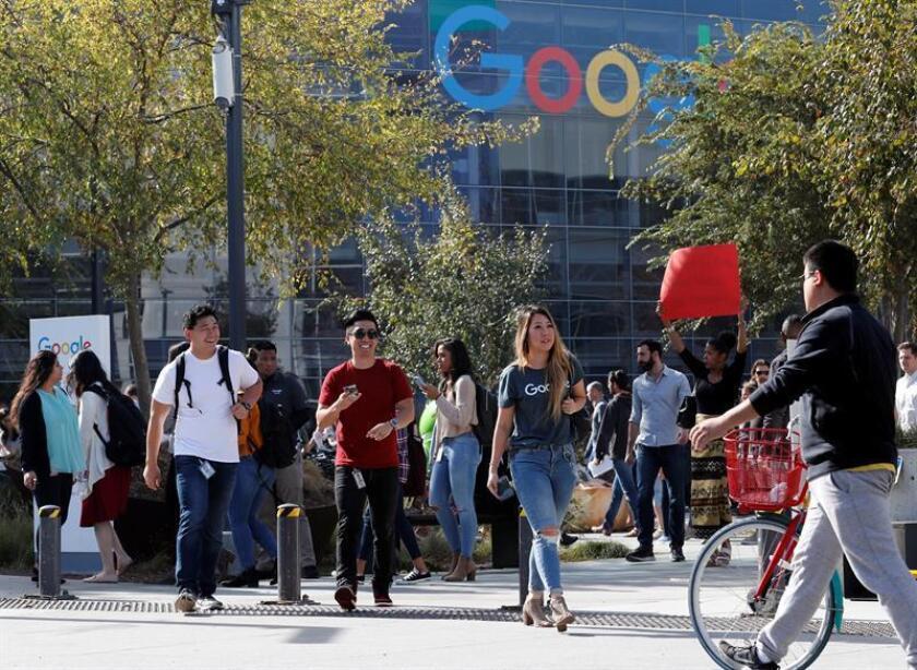 Empleados de Google realizan una manifestación para pedir un lugar de trabajo seguro en la sede de Google en Mountain View, California (Estados Unidos). EFE/Archivo