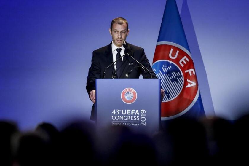 El presidente de la UEFA, Aleksander Ceferin, pronuncia su discurso durante la celebración del 43 Congreso Ordinario de la UEFA, este jueves en Roma, Italia. EFE