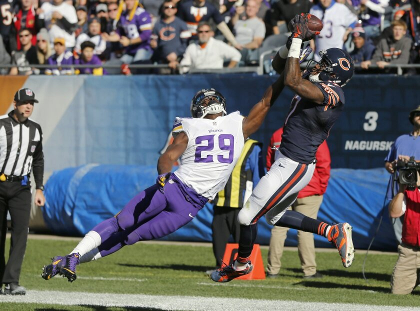 Chicago Bears wide receiver Alshon Jeffery (17) makes a touchdown catch under pressure from Minnesota Vikings cornerback Xavier Rhodes (29) during the first half of an NFL football game, Sunday, Nov. 1, 2015, in Chicago. (AP Photo/Charles Rex Arbogast)
