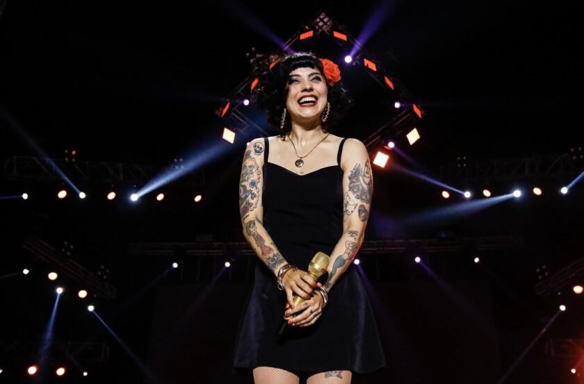 La cantante chilena Mon Laferte durante una de sus presentaciones.