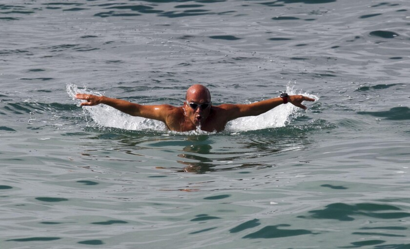 Jamshid Khajavi swims to Catalina again