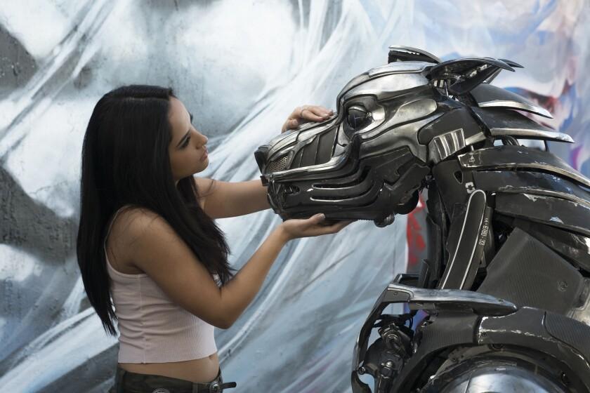 """Una escena de """"A.X.L."""", cinta en la que la mexicoamericana Becky G tiene un rol estelar."""