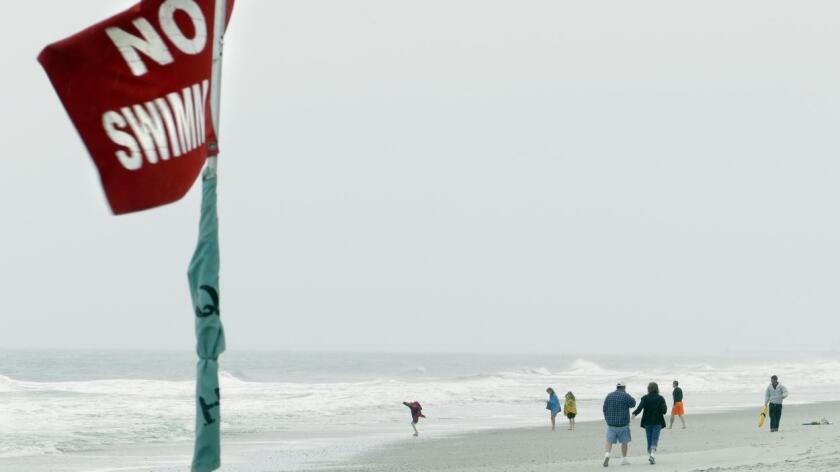 Un total de 408 personas fueron rescatadas de las fuertes corrientes en las playas del Condado de Los Angeles.
