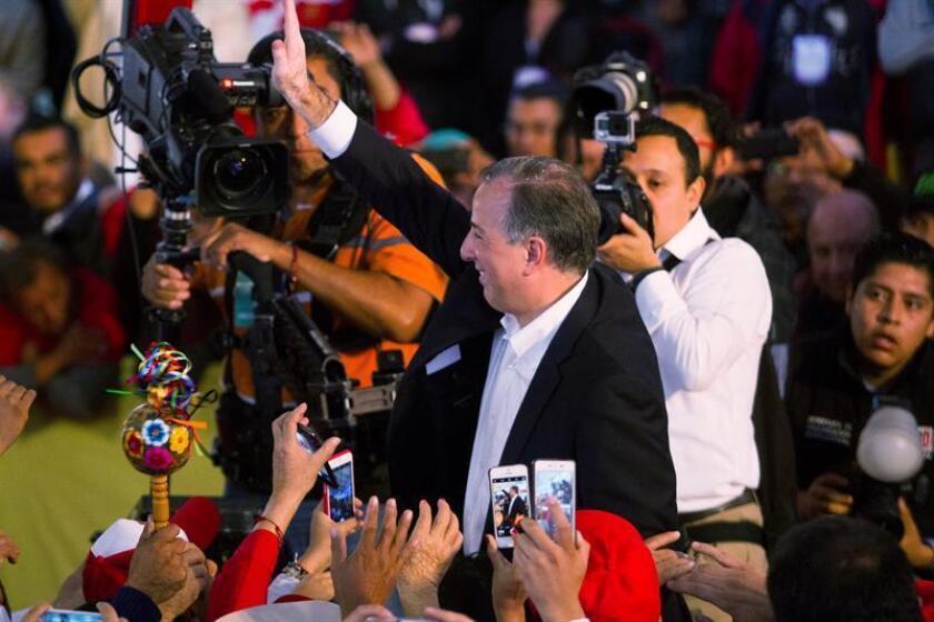 Imagen fechada el 3 de diciembre de 2017 del candidato del oficialista Partido Revolucionario Institucional (PRI), José Antonio Meade, mientras habla durante un acto en Ciudad de México (México). EFE/Archivo
