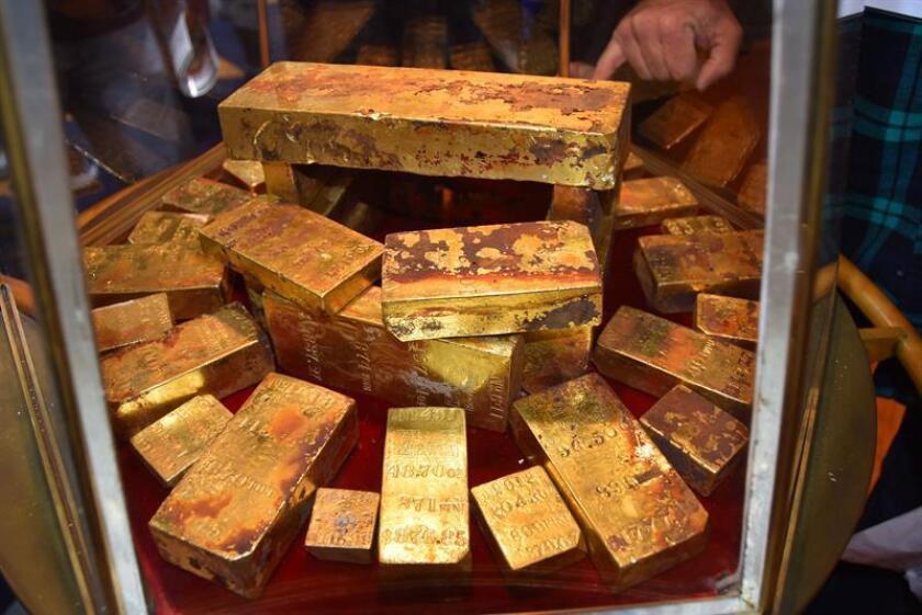 Lingotes de oro que forman parte del tesoro rescatado del barco SS Central América son exhibidos hoy, jueves 22 de febrero de 2018, en el Centro de Convenciones de Long Beach, en California (EE.UU.). EFE