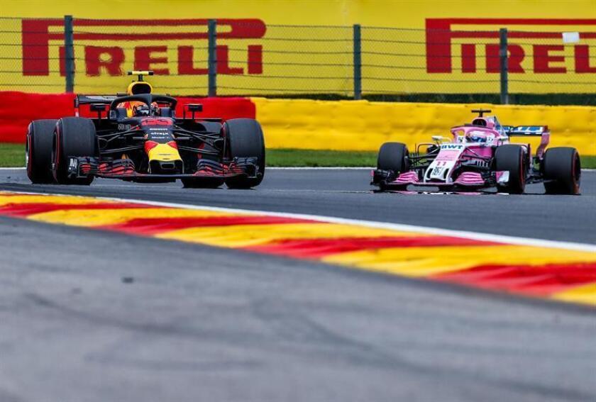 El Holandés Max Verstappen, del equipo Aston Martin Red Bull Racing, y el mexicano Sergio Pérez, del Racing Point Force India F1 Team. EFE/EPA